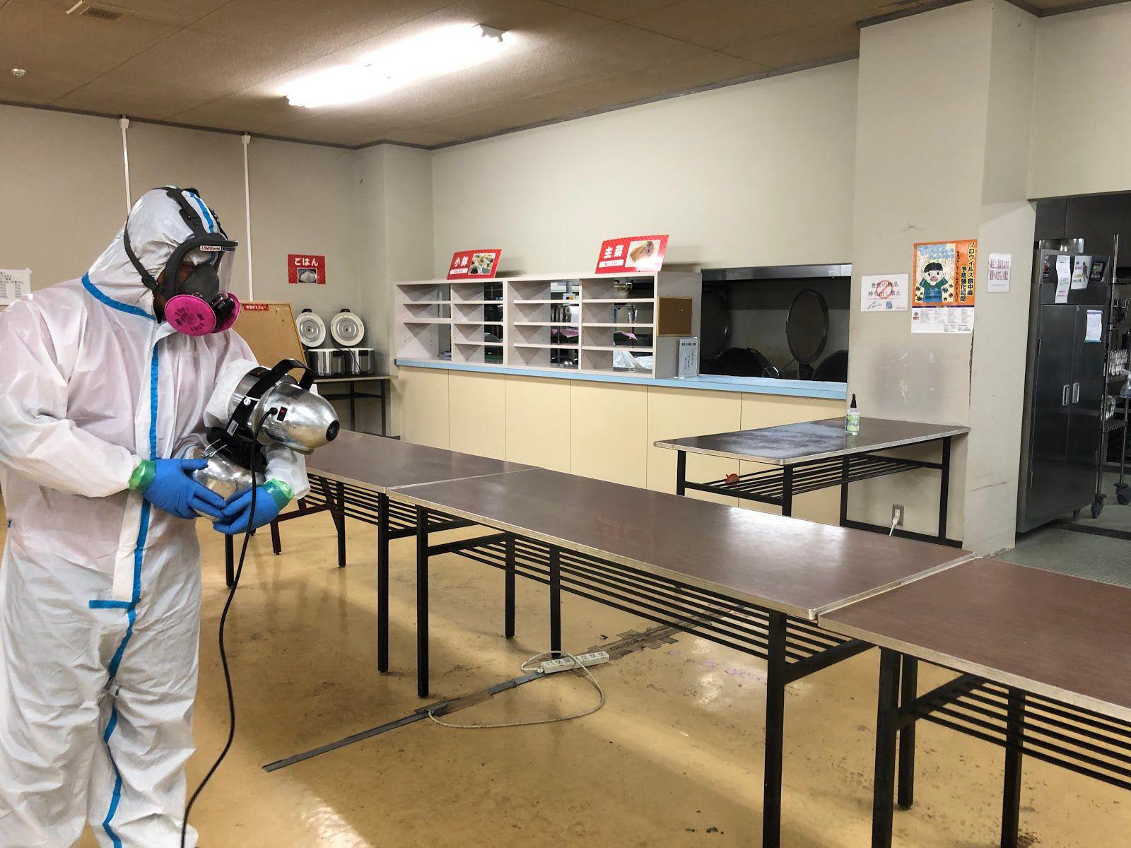 床面のウイルス除去・除菌作業